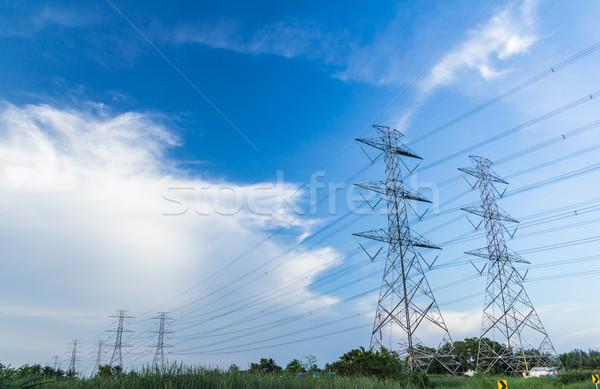 Elektriciteit hoogspanning macht post blauwe hemel hemel Stockfoto © tungphoto
