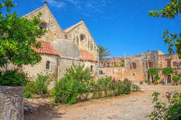 Udvar kolostor égbolt fal kereszt kert Stock fotó © tuulijumala