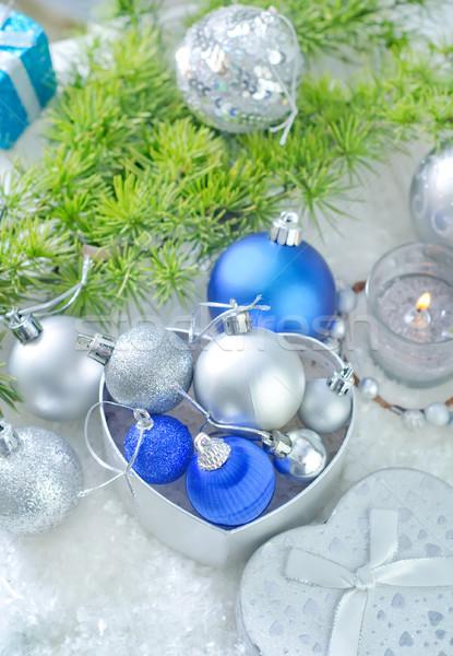 weihnachten dekoration gl cklich licht gr nen winter stock foto yana gayvoronskaya. Black Bedroom Furniture Sets. Home Design Ideas