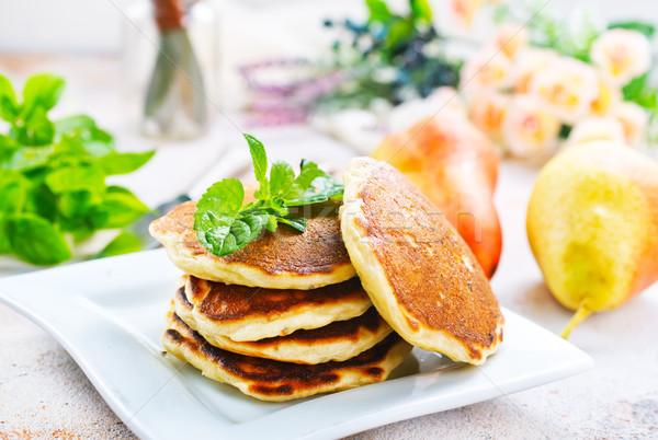 Palacsinták tányér asztal alma zöld reggeli Stock fotó © tycoon