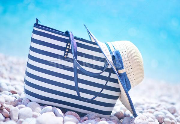 Táska kalap strandszatyor tengerpart nyár égbolt Stock fotó © tycoon