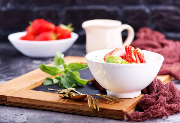 燕麦 イチゴ ボウル 表 食品 ミルク ストックフォト © tycoon
