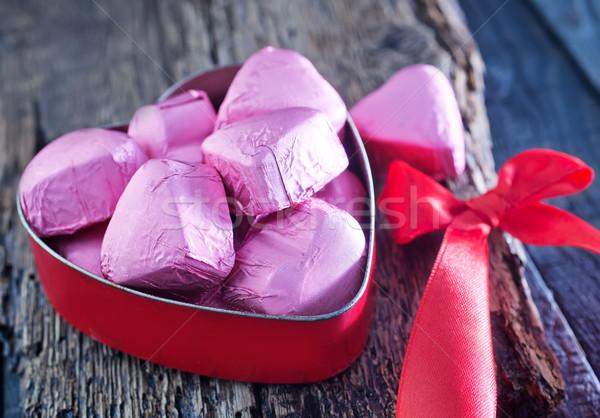 Chocolate doce vermelho corações tabela flores Foto stock © tycoon