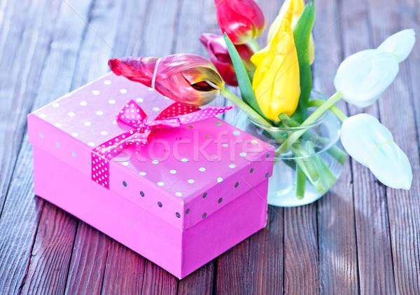 Bloemen aanwezig vak houten tafel lentebloemen textuur Stockfoto © tycoon