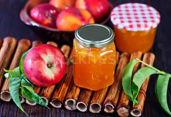 Nectarina congestionamento banco tabela folha fruto Foto stock © tycoon