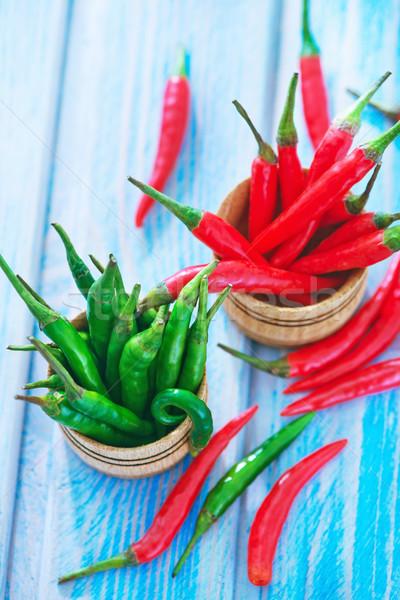 Chilli zöld piros paprikák asztal háttér Stock fotó © tycoon
