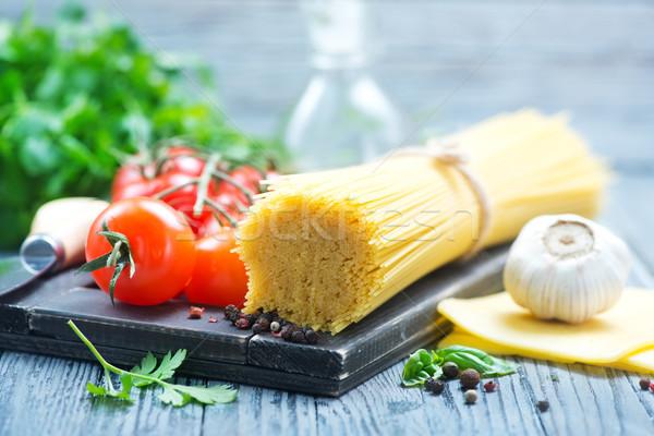 Pasta tomate crudo frescos mesa alimentos Foto stock © tycoon