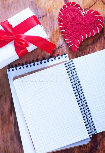 Cuori notebook nota tavolo in legno texture muro Foto d'archivio © tycoon