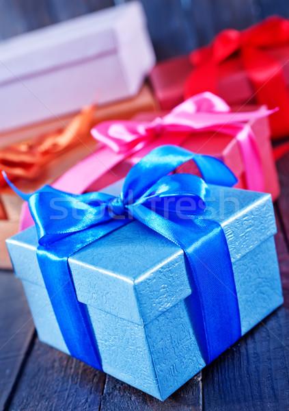 Presentes caixa apresentar mesa de madeira madeira aniversário Foto stock © tycoon