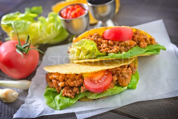 Tacos ahşap plaka et hamburger zemin Stok fotoğraf © tycoon