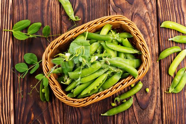 Zöld zöldborsó kosár asztal egészség saláta Stock fotó © tycoon