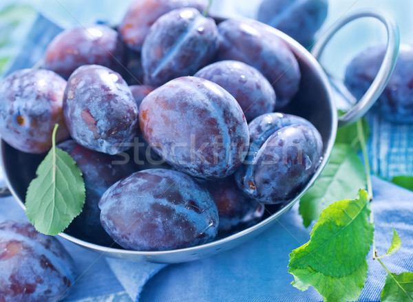 Friss szilva fém tál asztal gyümölcs Stock fotó © tycoon