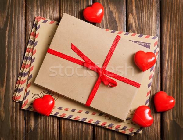 Kırmızı kalpler ahşap masa düğün mutlu kutu Stok fotoğraf © tycoon