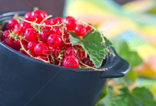 Piros ribiszke fekete tál asztal természet Stock fotó © tycoon
