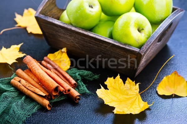 Elma tarçın yeşil tablo elma arka plan Stok fotoğraf © tycoon