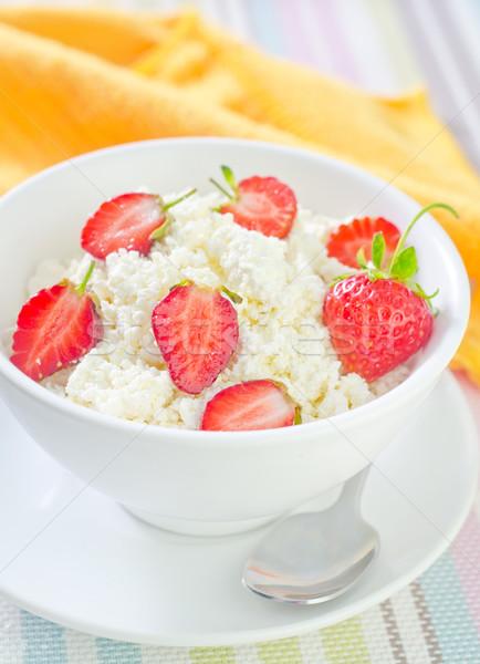 Słodkie domek truskawki żywności charakter gospodarstwa Zdjęcia stock © tycoon