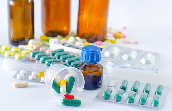 Kleur pillen medische fles achtergrond ziekenhuis Stockfoto © tycoon