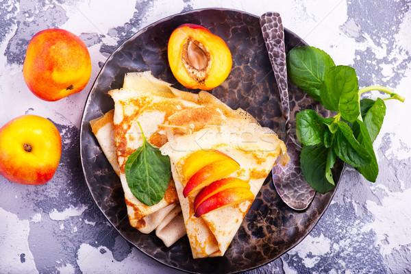 Palacsinták édes gyümölcs tányér torta reggeli Stock fotó © tycoon