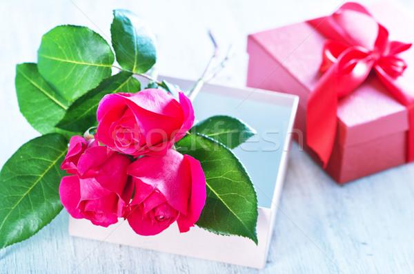 Polu obecnej red roses tabeli ślub miłości Zdjęcia stock © tycoon