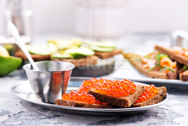Pain rouge saumon caviar table eau Photo stock © tycoon