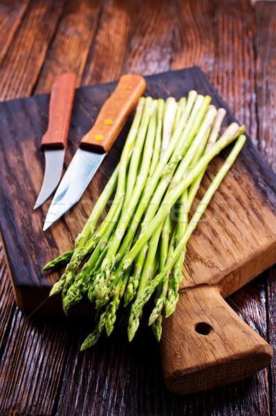 Espárragos verde bordo mesa alimentos nuevos Foto stock © tycoon