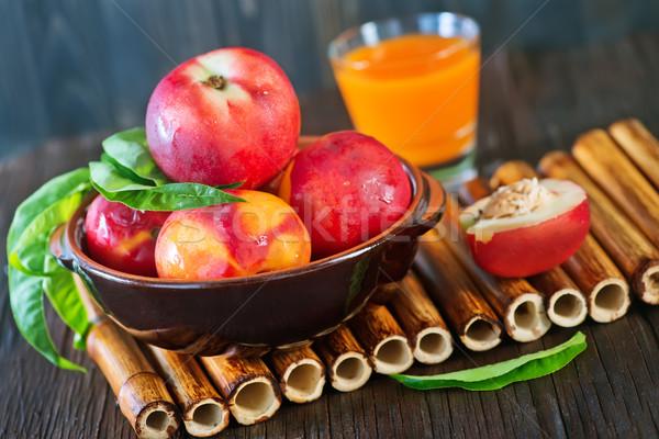 Friss nektarin tál asztal levél gyümölcs Stock fotó © tycoon