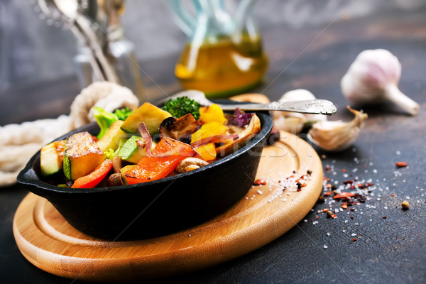 Sült zöldségek serpenyő asztal zöld piros Stock fotó © tycoon