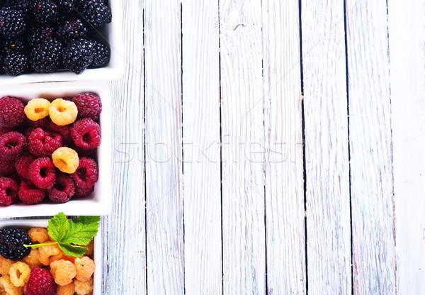 Friss bogyók tál asztal természet levél Stock fotó © tycoon