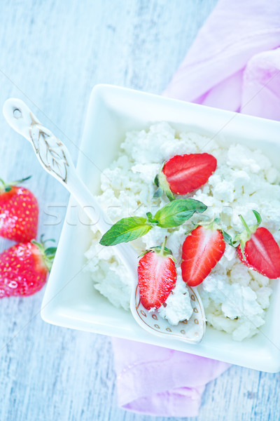 Domek truskawki biały puchar owoców kuchnia Zdjęcia stock © tycoon