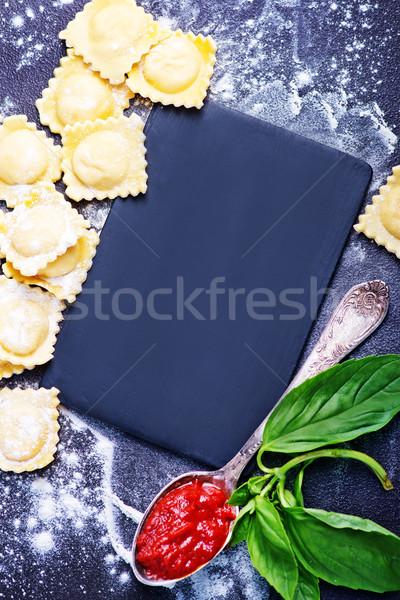 Ravioli nyers paradicsom tészta friss bazsalikom Stock fotó © tycoon