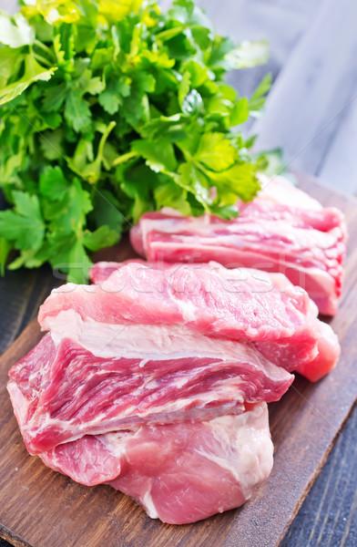 Сырое мясо у ворот