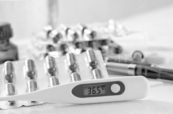 Foto stock: Pastillas · médicos · salud · medicina · blanco · estilo · de · vida