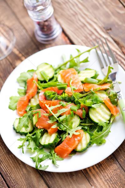 Saláta friss étel fából készült konyhaasztal sajt zöldség Stock fotó © tycoon