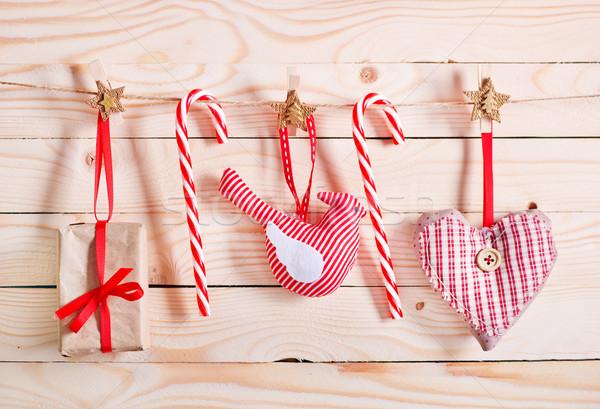 Foto stock: Natal · decoração · mesa · de · madeira · papel · árvore · fundo