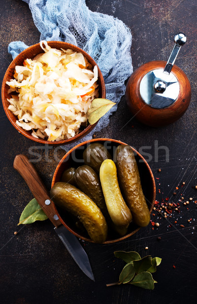 Stockfoto: Komkommers · komkommer · glas · bank · voedsel · achtergrond