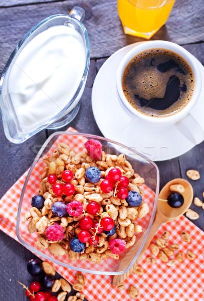 Stok fotoğraf: Ahşap · meyve · süt · kırmızı · kahvaltı · yeme