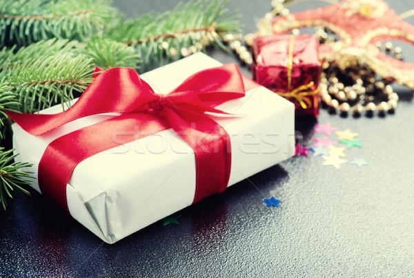 Karácsony ajándék vörös szalag asztal húsvét textúra Stock fotó © tycoon