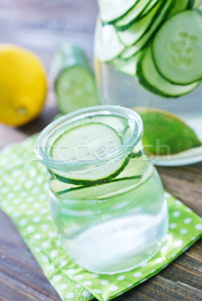 Pepino beber água grama vidro fundo Foto stock © tycoon