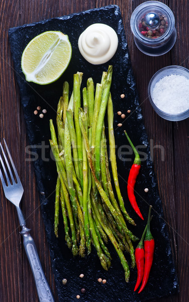 Frito espárragos especias negro piedra bordo Foto stock © tycoon