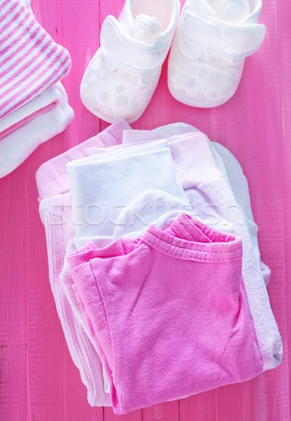 Сток-фото: ребенка · одежды · бумаги · фон · пространстве · группа