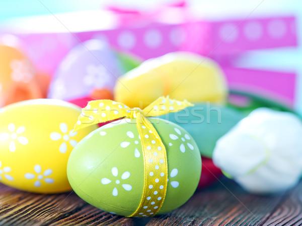Húsvéti tojások doboz ajándék asztal virág szeretet Stock fotó © tycoon