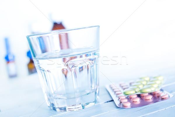 Tabletták víz üveg tabletta asztal orvosi Stock fotó © tycoon