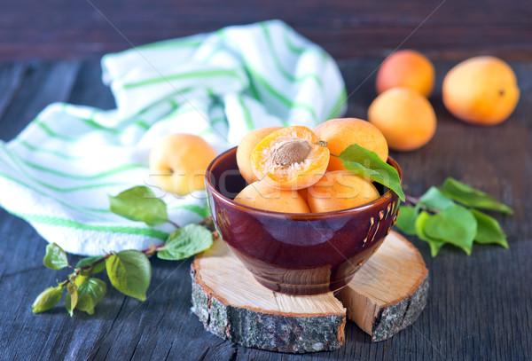 абрикос чаши таблице древесины фрукты оранжевый Сток-фото © tycoon