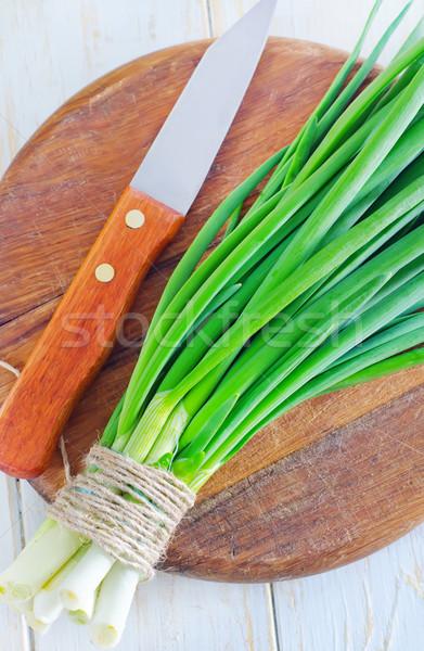 Yeşil soğan gıda yeşil kırmızı plaka salata Stok fotoğraf © tycoon