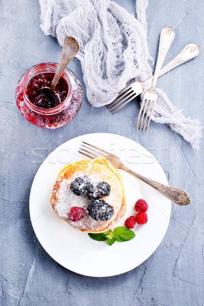 Palacsinták édes bogyók tányér étel fa Stock fotó © tycoon