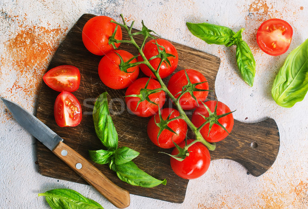 Tomate fraîches vert basilic table alimentaire Photo stock © tycoon