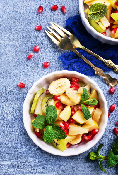 Salade de fruits bols table fraîches salade pomme Photo stock © tycoon