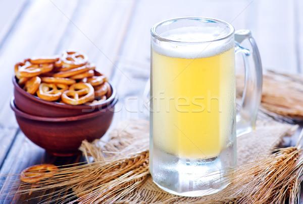 Fresco cerveja vidro mesa de madeira luz beber Foto stock © tycoon