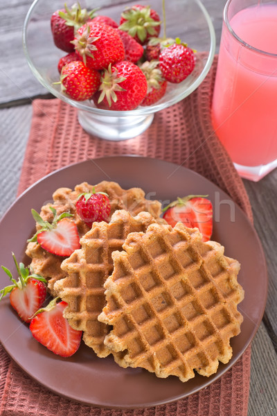 Gaufre rouge dessert manger crème sweet Photo stock © tycoon