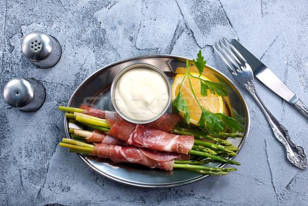 Groene asperges spek tabel kaas diner Stockfoto © tycoon